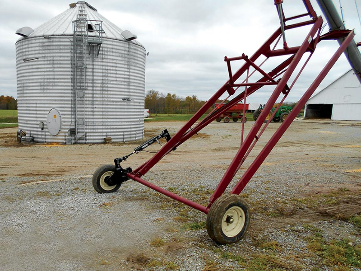 Eliminate time spent centering your auger with the Auger Ace. Align your auger and conveyor with the push of a lever.