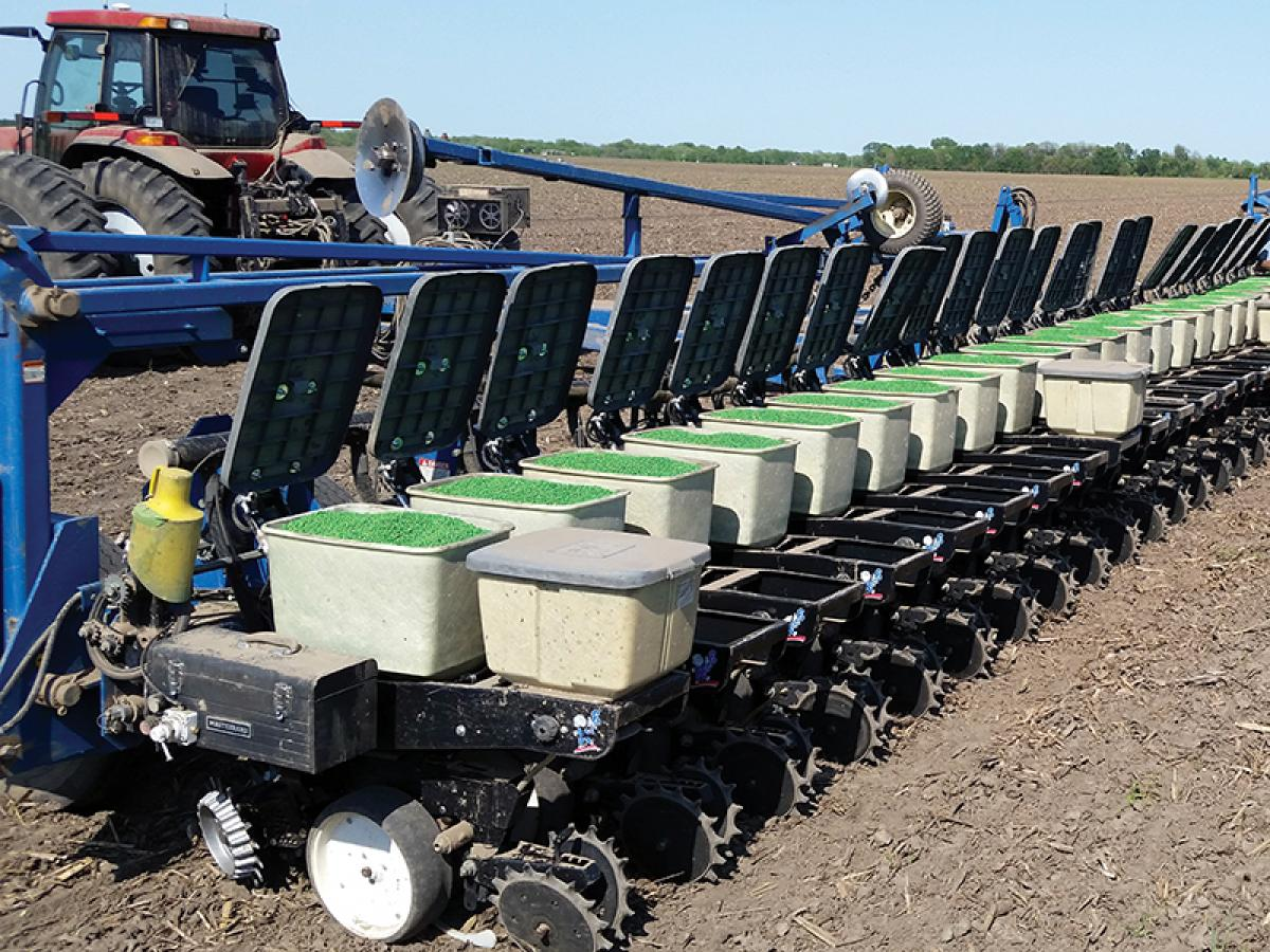 Open all seed box lids with the turn of a knob to check seed levels or fill with seed. The LidLift holds lids down, so there's no need to worry about losing lids during transport.