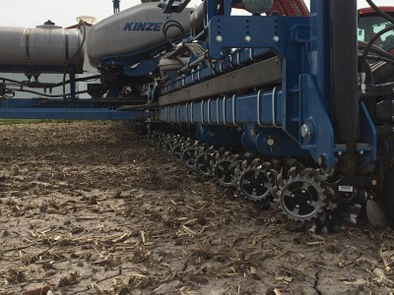 2940-010 Air Adjust Coulter/Row Cleaner Combo field shot