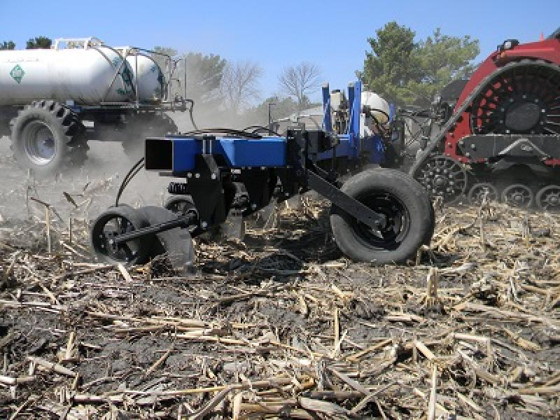 The 10,000 Magnum Opener is a versatile fertilizer coulter for fall, pre-plant, and side-dress application of dry, liquid, and anhydrous fertilizers. Operating at speeds of up to 12 mph with minimal disturbance, the Magnum saves time and input costs.