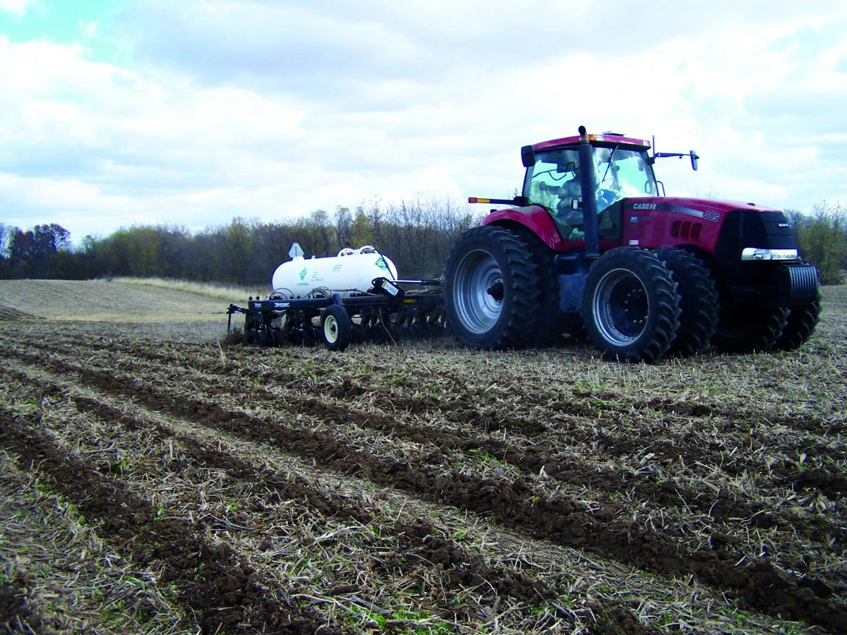 The Yetter 2984 Maverick running in the field with a Case tractor