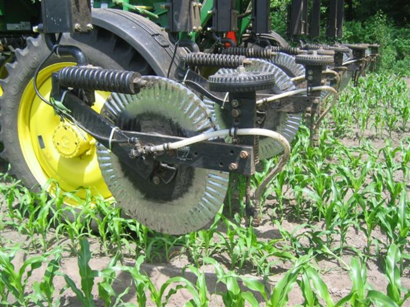 The 3600 Fertilizer toolbar running in the field showing the coulter blades