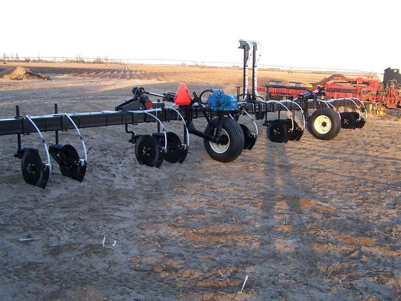 the 2996 Parallel Linkage fertilizer coulters ready to move in the field