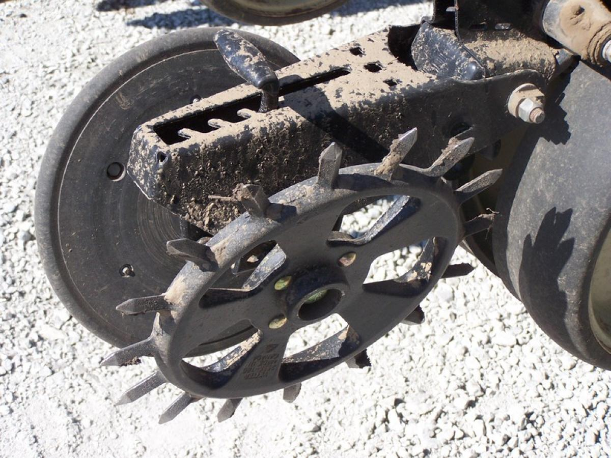 cast spike closing wheel paired with the standard rubber closing wheel