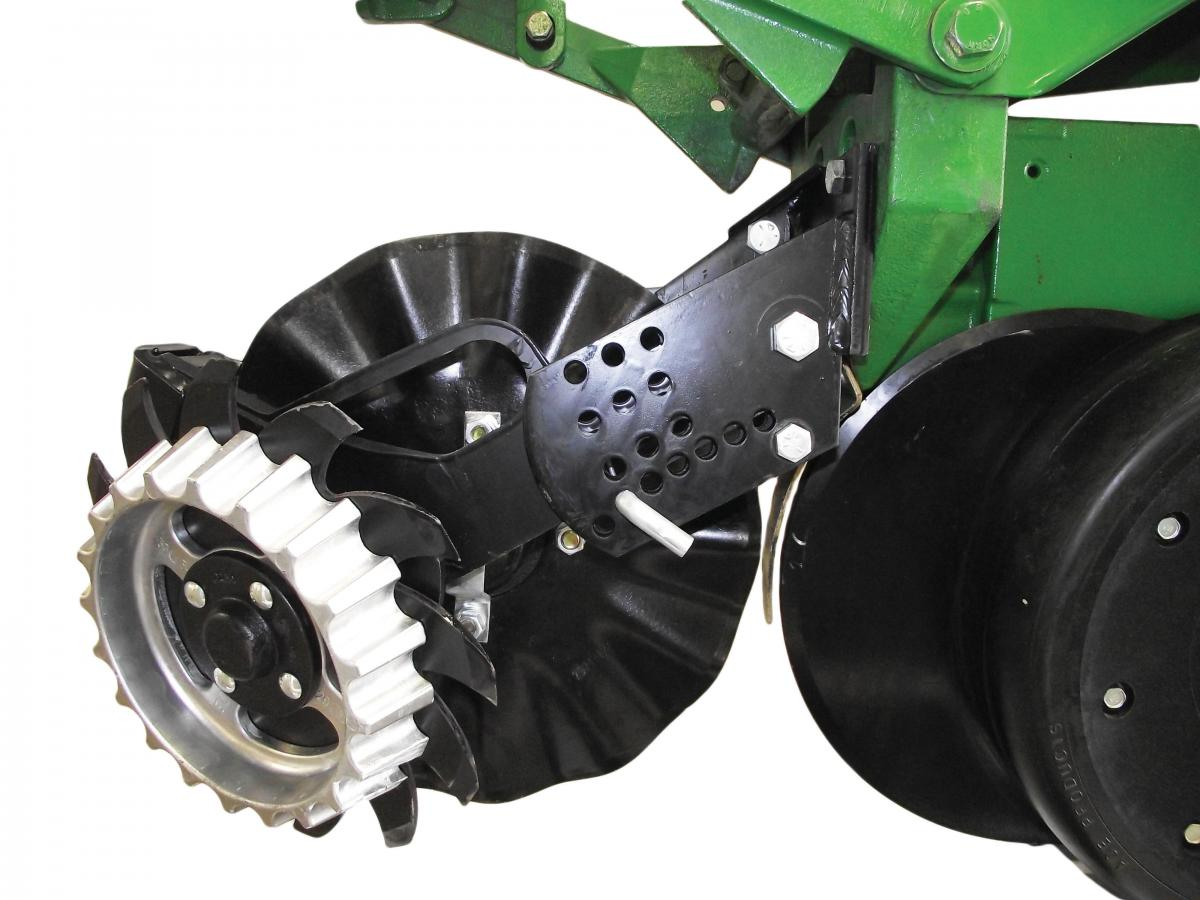 Side view of 2967-007 Floating Row Cleaner for No-Till Coulters