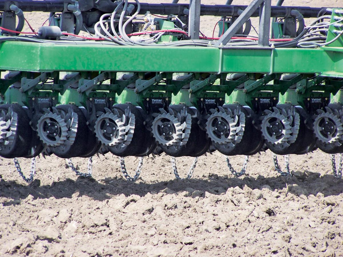 Multiple rows of the 2967-029A-097A short, floating residue managers with drag chains in the field