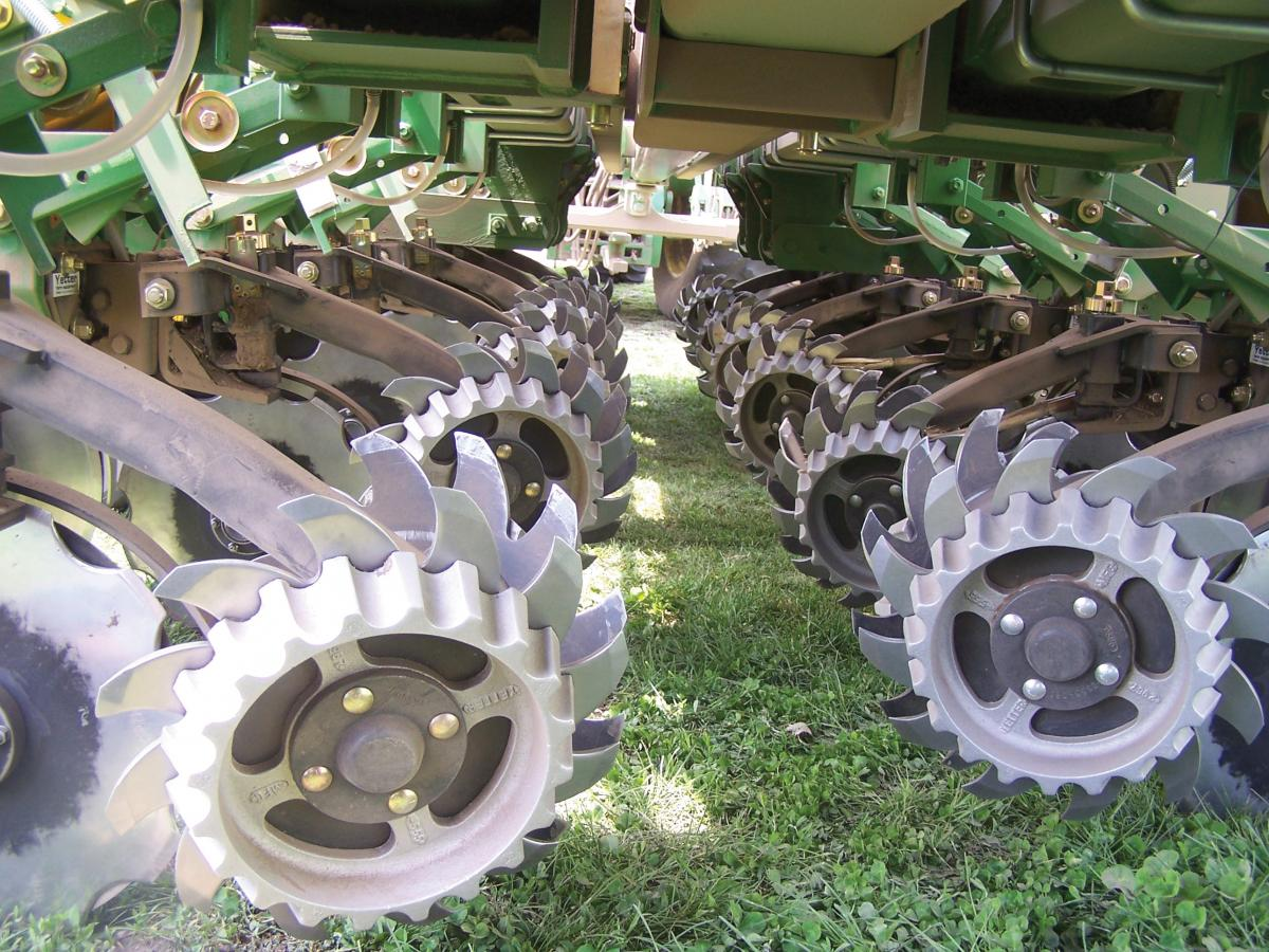 Close up of 2962 Unit-Mounted Double Disc Fertilizer Opener