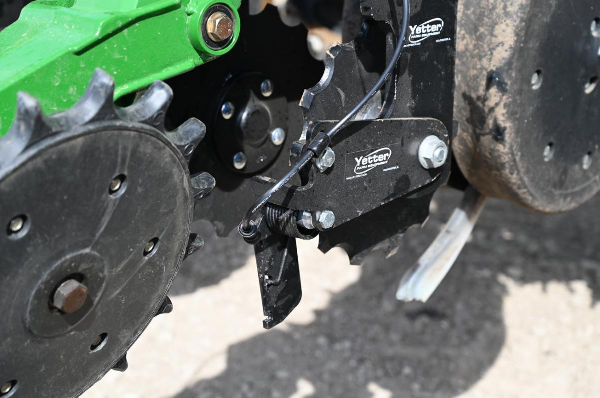 Row unit mount in-between single wheel fertilizer opener with twister closing wheel with optional knife